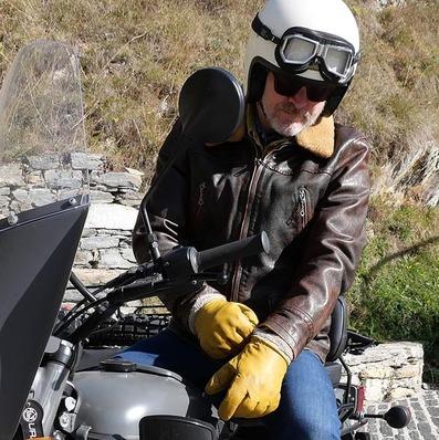 ACTUS  Retrouvez le test de notre veste en cuir vieilli sur le site de @my_caferaceronly - - - - #test #leather #jacket #leatherjacket #flightjacket #aviatorjacket #blousoncuir #blousonaviateur #blouson #pilot #cuir #vintage #bikerlife #lookoftheday #gentlemanrider #original #classic #motorcycle
