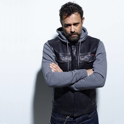 NOUVEAUTÉS AW 20 ----------- Gilet style motard en cuir de chèvre épais coloris noir. Petit clin d'œil aux @soaf 🏍️ #automnehiver20 ✅ Modèle Hot Road - - - - #daytona73 #fallwinter20 #gilet #cuir #blouson #veste #apparel #motard #biker #lookbook #mode #fashion #fashionista #menlook #menswear #mensfashion #stylish #leather #vest #leathervest #sonsofanarchy