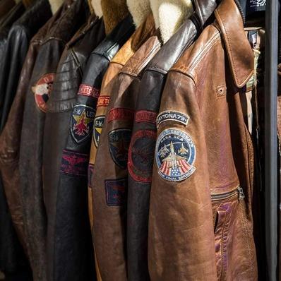 La collection Automne-Hiver 20 est disponible en ligne : Blousons aviateurs, motards, bikers, bombers, doudounes, sacs...  👉 www.daytona73.com 📷 @edouardbierry - - - - #daytona73 #fallwinter20 #automnehiver20 #newin #collection #mens #leather #jacket #leatherjacket #bikerjacket #perfecto #cuir #blouson #blousonaviateur #flightjacket #pilotjacket #mode #fashion #fashionista #apparel #menstyle