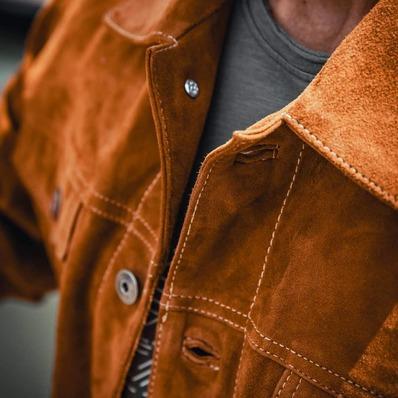 Classique et indémodable coupe trucker ✅ Modèle Baker  📷 @indiana_anders - - - - #daytona73 #leather #jacket #leatherjacket #trucker #cuir #blouson #veste #leder #goat #suede #apparel #outfit #vintage #fashion #fashionista #mensfashion #menstyle #menswear #stylish
