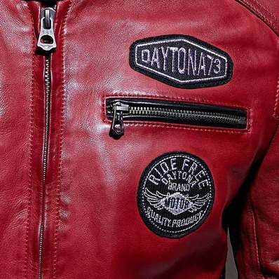 RED VIBES 🚩🏁 🧥 Modèle Galiano - - - - #daytona73 #leather #jacket #leatherjacket #motojacket #apparel #cuir #blouson #veste #vintage #red #racing #motorcycle #classic #rider #quality