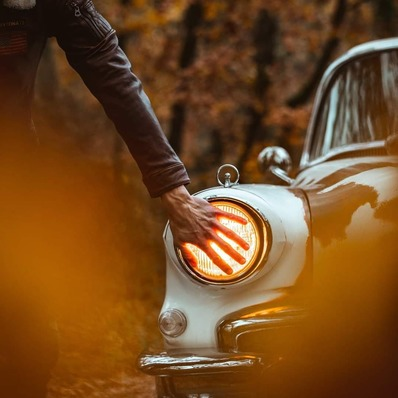 Comme une seconde peau  📷 @indiana_anders - - - - #daytona73 #leather #jacket #leatherjacket #flightjacket #pilotjacket #aviatorjacket #cuir #apparel #vintage #blouson #leder #blousoncuir #blousonaviateur #blousonpilote #retro #fashion #fashionista #mensfashion #menstyle #menswear #stylish #classic #car #vintagecar #ootd