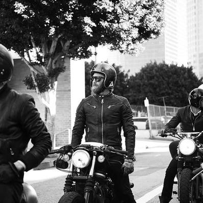 ACTUS 📢 L'opération Black Friday sur l'e-shop se déroulera du 30 novembre au 6 décembre inclus. Restez connectés… - - - - #daytona73 #blackfriday #blackfriday2020 #leather #jacket #leatherjacket #motojacket #apparel #cuir #blouson #veste #outfit #eshop #motorcycle #shopping #fashion #fashionista