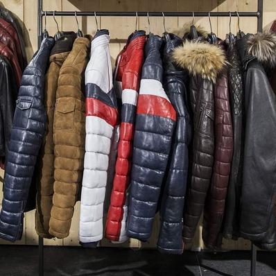 Le froid s'installe, n'oubliez pas votre doudoune ❄ ✅ Retrouvez tous nos modèles sur www.daytona73.com 📷 @edouardbierry - - - - #daytona73 #leather #jacket #leatherjacket #doudoune #downjacket #snowjacket #winterjacket #winter #hiver #parka #fashion #fashionista #cuir #blouson