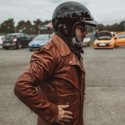 Time to Drive 📷 @allanploux_photographe - - - - #daytona73 #tourauto #leather #jacket #leatherjacket #bikerjacket #perfecto #driver #pilote #gentlemandriver #cuir #leder #apparel #blouson #outfit #vintage #retro #menstyle #stylish #menswear