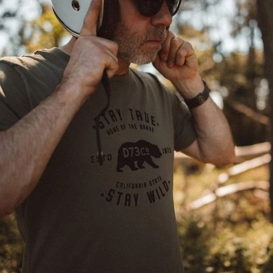 EXCLU WEEK-END 🚨 Pour 2 t-shirts achetés, le 3ème est offert ! 👉 daytona73.com  📷 @allanploux_photographe - - - - #daytona73 #tshirt #tee #teeshirt #exclu #gentlemanrider #mode #fashionista #instafashion #fashion #menstyle #stylish #ootd #bear #outdoor #motorcycle #moto