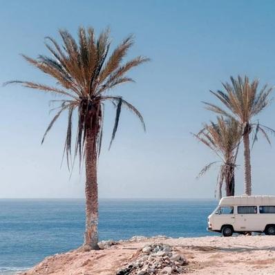 C'est quoi votre prochaine étape pour le week-end ? 📷 Anton Mishin - - - - #fridaymood #van #vanlife #roadtrip #voyage #holidays #summer #palmers #paysage #adventure #landscape #sea #travel #inspi #picoftheday